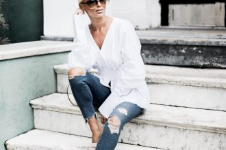 Summer Chic H&M structured long sleeve plunge neck blouse exaggerated sleeves skinny jeans slip on pointed mules slide on // Charleston Fashion Blogger Dannon Like The Yogurt